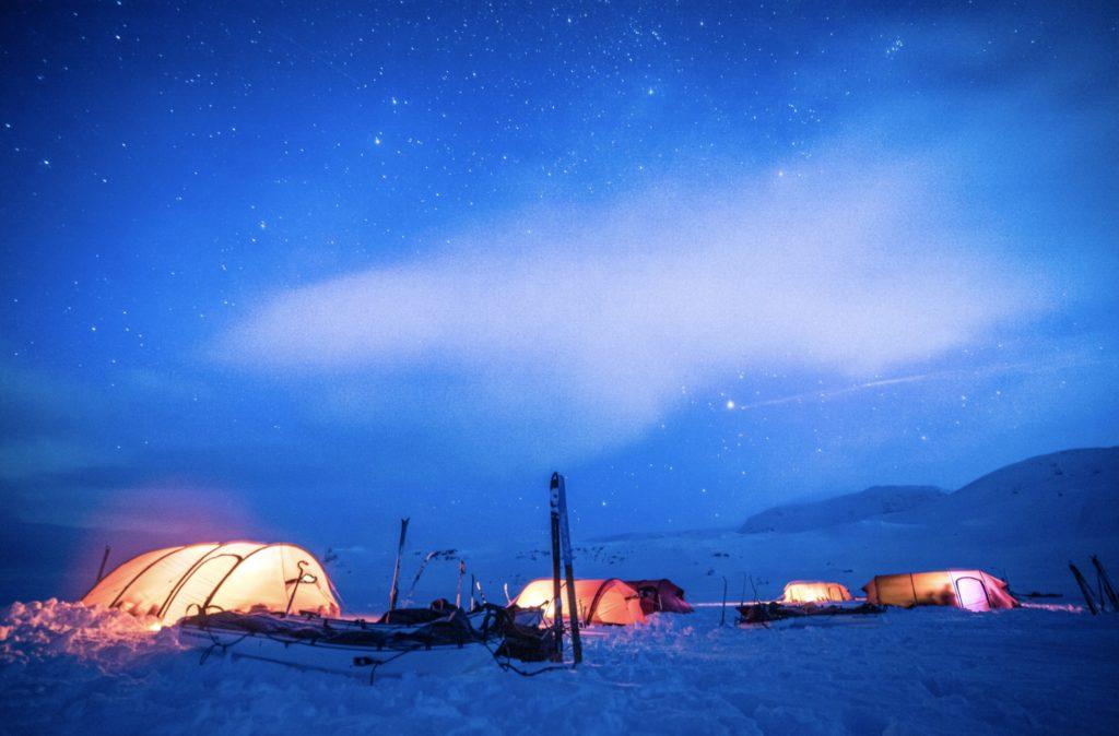 Polar Medicine -kurssilaiset myös yöpyivät kylmässä.