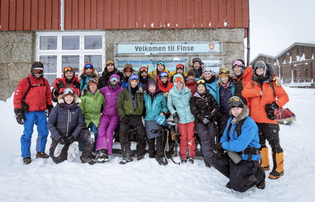 Polar medicine -kurssi ohjaajineen ja opiskelijoineen. Finse, Norja, maaliskuu 2020.